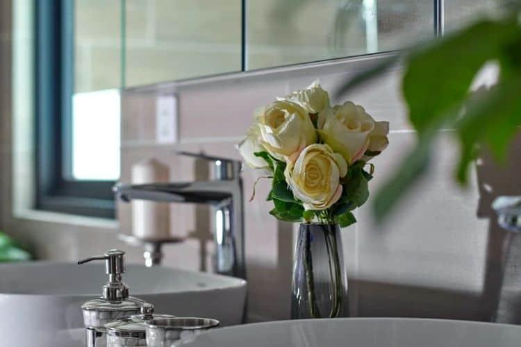 Frühlingshafte Accessoires im Badezimmer