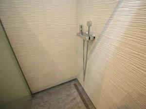 Dieses Badezimmer In Graz Eggenberg Haben Wir In 12 Arbeitstagen Komplett  Saniert. Vom Abbruch über Die Neue Fußbodenheizung Bis Zur Neuen Decke Inkl.